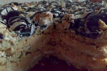 Это очень вкусный торт, он прямо тает во рту!