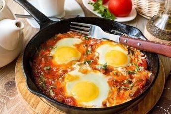 Шакшука — вариант для завтрака